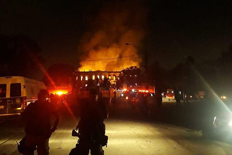 Museu pega fogo no rio de janeiro