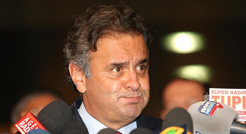 Exemplo: Aécio Neves (PSDB-MG) transferiu sua parte em estação de rádio para sua irmã
