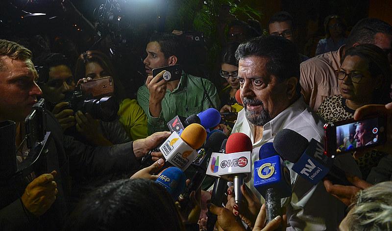 Zambrano fala com a imprensa após sua soltura