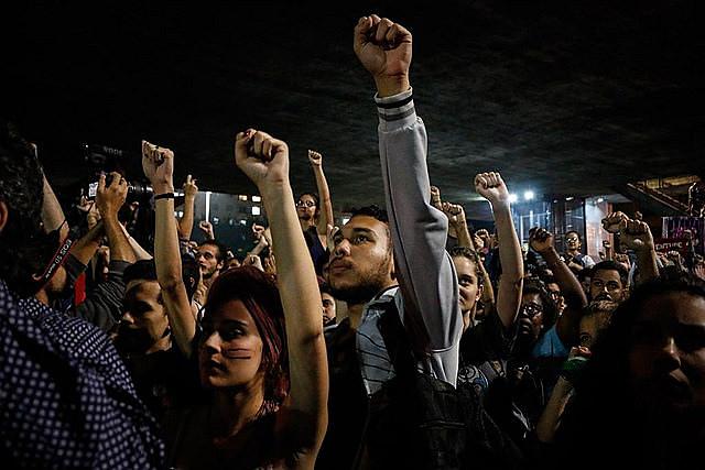 Manifestantes se reunieron en frente al Museo de Arte de São Paulo, en la Avenida Paulista, donde declararon oponerse a la extrema derecha