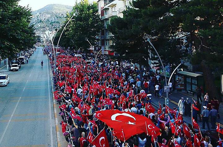 Após resistência da população contra tentativa de golpe, governo turco endureceu regime e lançou onda de repressão