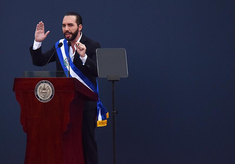 Nayib Bukele, presidente de El Salvador, durante a cerimônia de posse realizada nesse sábado (01)