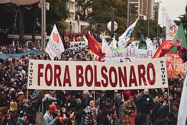 """Manifestações respondem à declaração do líder do PSL na Câmara, Eduardo Bolsonaro, que defendeu a edição de um """"novo AI-5"""""""