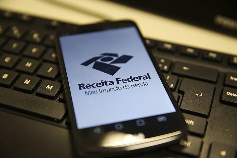 Aplicativo permite consultar diretamente nas bases da Receita Federal informações sobre a liberação das restituições do IRPF.