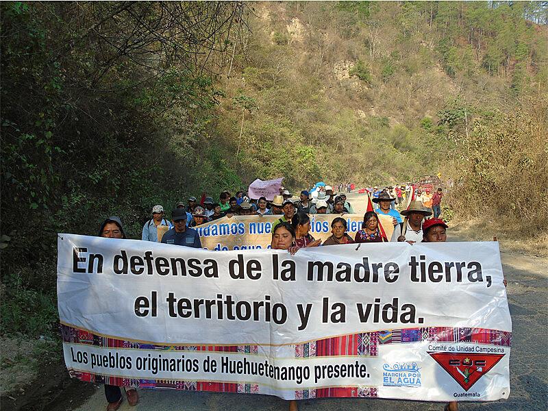11 dias de caminhada indígenas e camponeses paa lutar pelos direitos da Mãe Terra