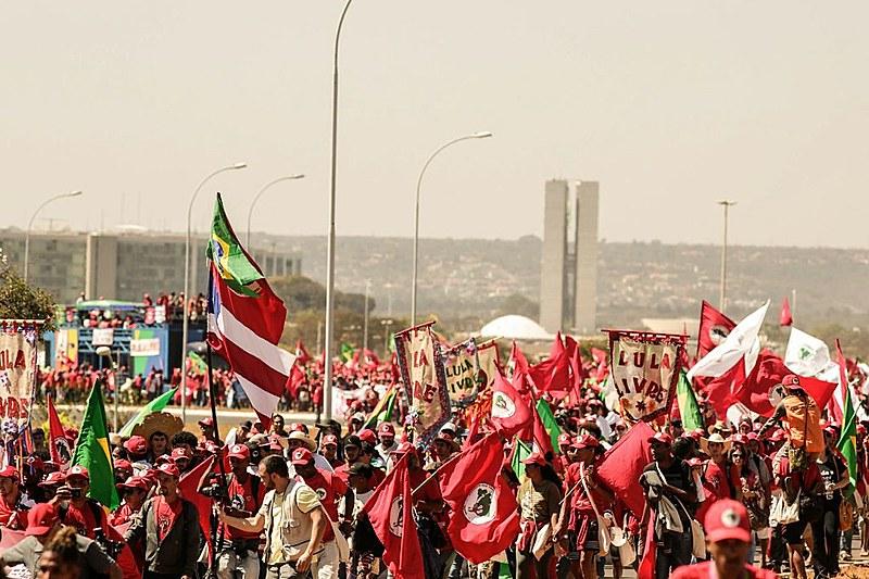 Três colunas da Marcha Nacional Lula Livre se encontraram por volta das 11h na Esplanada dos Ministérios