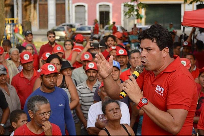 Natural de Tabira (PE), Veras foi sindicalizado no Sindicato dos Trabalhadores Rurais do município e hoje é presidente da CUT Pernambuco