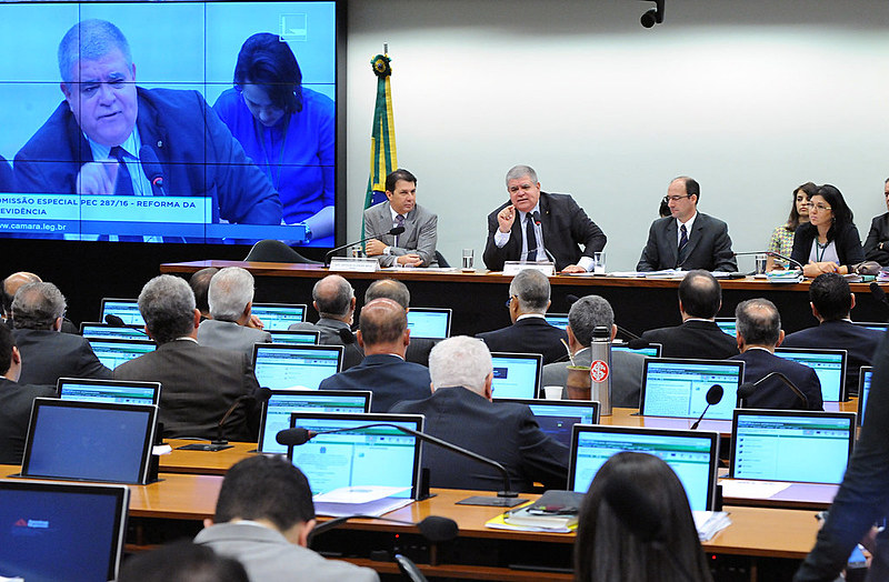 Comissão especial aprovou um e rejeitou nove destaques que tentavam alterar pontos do texto da reforma