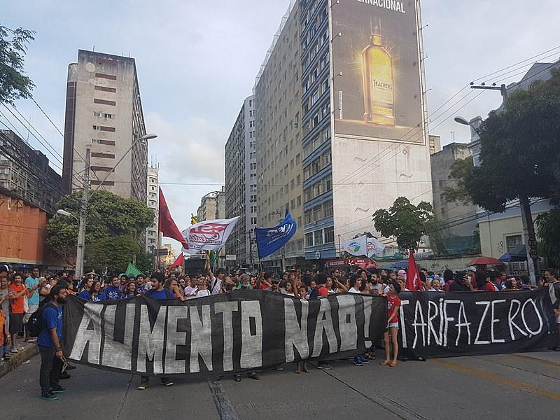 No Recife, já a partir do dia cinco de janeiro, primeiro domingo de 2020, a tarifa do metrô subiu de R$3,40 para R$3,70