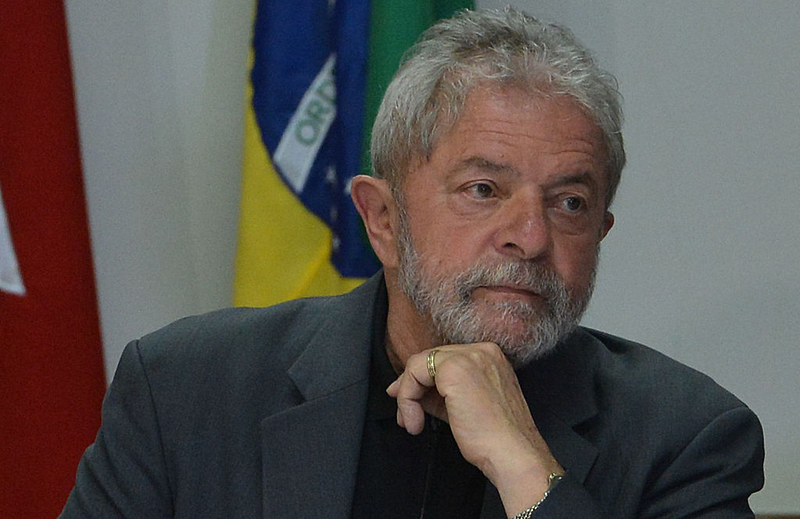 Na Justiça Federal do DF, Lula responde a processo por suposto tráfico de influência na compra de aviões suecos por parte da FAB.