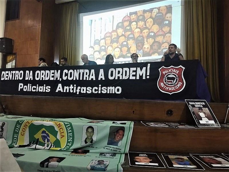 Mesa de abertura contou com representantes de movimentos populares, pesquisadores e policiais