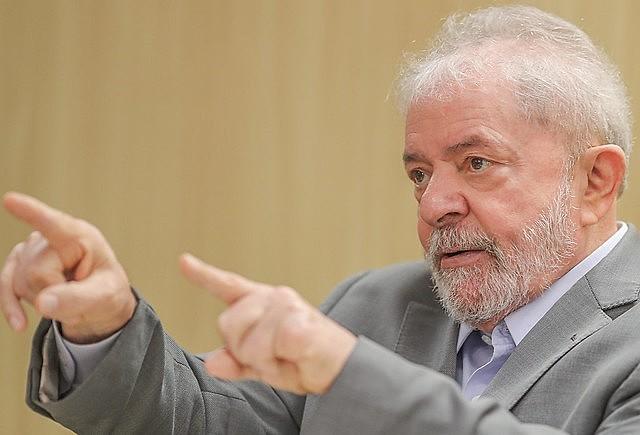 O ex-presidente Luiz Inácio Lula da Silva, preso há mais de um ano em processo repleto de questionamentos