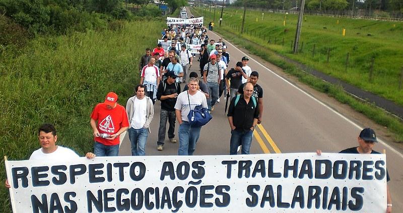 Manifestação realizada na via de acesso à Fafan-PR, contra as práticas antissindicais