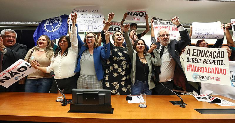 """Projeto """"Escola sem Partido"""" foi arquivado na Câmara dos Deputados"""