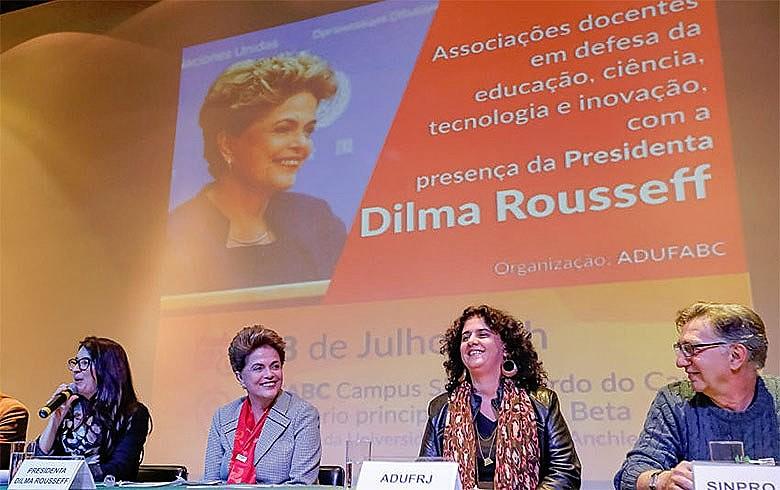 Dilma conclamou estudantes e professores a enfrentar golpe para conter ataques aos avanços e projetos
