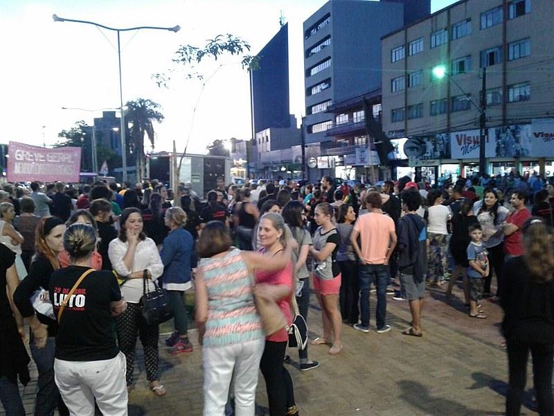 Em Cascavel, também houve protestos contra o ministro da Justiça, Osmar Serraglio
