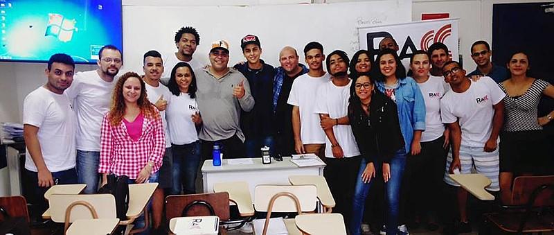 Estudantes da Faculdade Hélio Alonso têm aula sobre funk