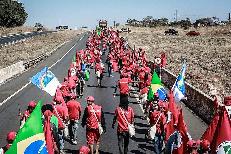 Os cerca de cinco mil manifestantes andaram, em média, 16 km