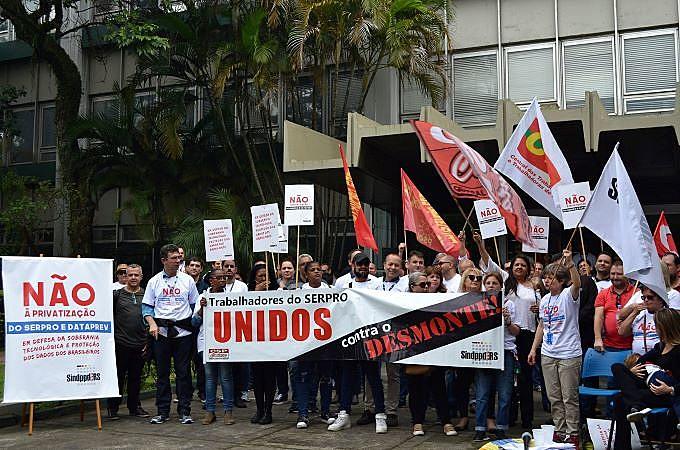 Servidores em luta em Porto Alegre na defesa da soberania tecnológica brasileira