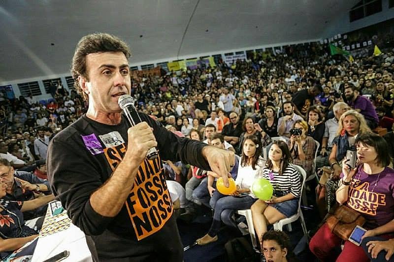 Marcelo Freixo discursa durante a campanha para a prefeitura do Rio de Janeiro, em 2016