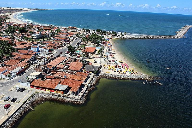 Popularmente, o bairro é dividido em Redinha Velha, pertencente à Natal e Redinha Nova, pertencente à Extremoz