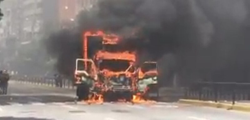 Caminhão queimado em Chacao nesta terça (18)