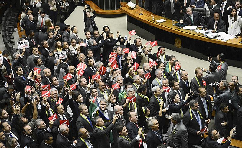 Sessão extraordinária da Câmara dos Deputados do dia 17 de abril de 2016 foi marcada pela polarização