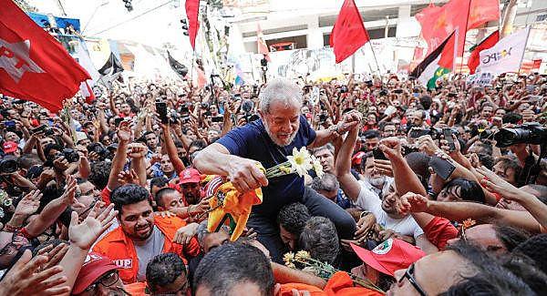 Lula quiere abrazar y besar las personas que están en la Vigilia Lula Libre