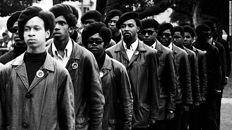 The Black Panthers: Vanguard of the Revolution, documentário de 2015, conta a história do movimento revolucionário estadunidense