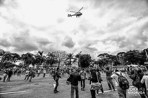 """O """"Massacre do Centro Cívico"""", como ficou conhecido o episódio em que a Polícia Militar agiu violentamente contra manifestantes que protestavam para que não fosse aprovado o """"Confisco da Previdência"""", deixou mais de 215 pessoas feridas no dia 29 de abril de 2015"""