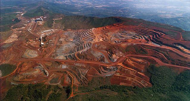 Três meses depois de crime ambiental, mineradora já retomou atividades de sua maior mina de minério de ferro
