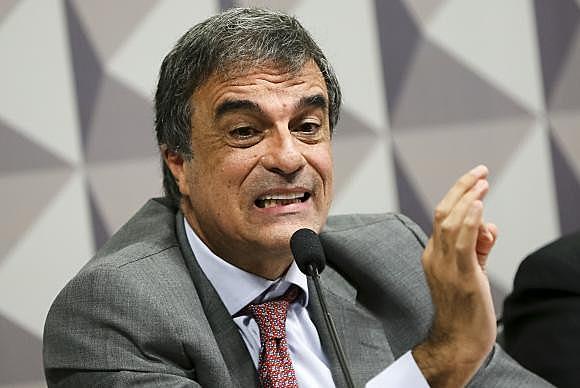 Cardozo também levantou a suspeição sobre o advogado Miguel Reale Júnior, um dos autores da denúncia que levou a abertura do processo deimpeachment,que segundo ele, por ser filiado ao PSDB, não poderia ser subscrever a denúncia.