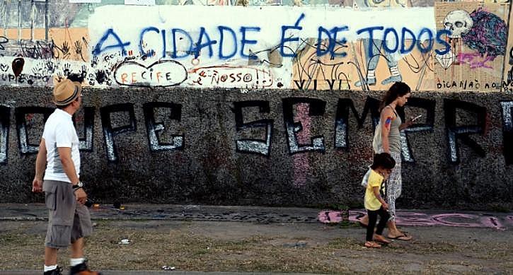 """""""O povo vive nas cidades, sem fazer parte delas"""", disse Florestan Fernandes"""