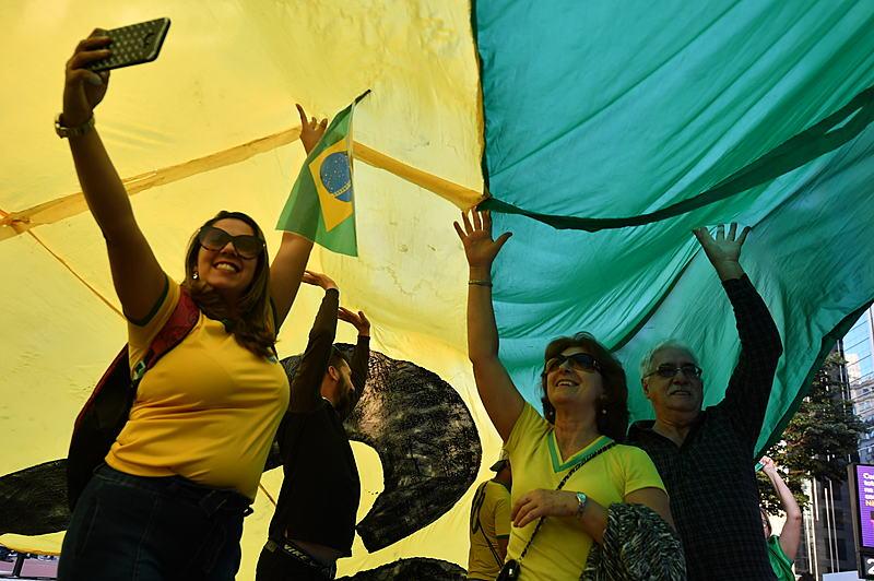 """Manifestantes pressionaram o STF e o Congresso e pediram aprovação da reforma da Previdência e do pacote """"anticrime"""" de Sergio Moro"""