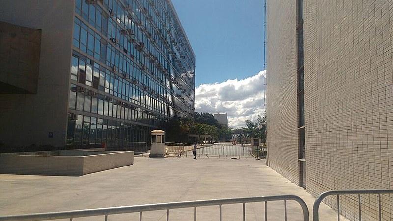 Esplanada dos Ministérios vazia, em Brasília,