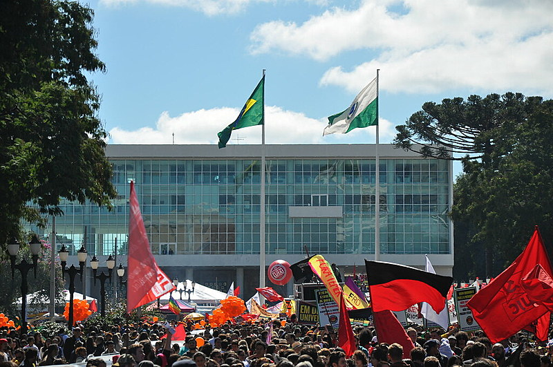 Em Curitiba, 30 mil pessoas aderiram à Greve Geral
