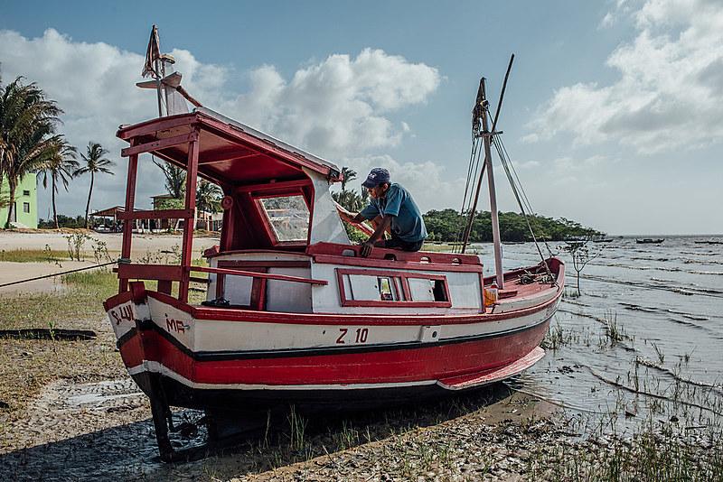 Pesca artesanal, caça de pequenos animais, agricultura familiar e extrativismo são algumas das principais atividades econômicas de Cajueiro