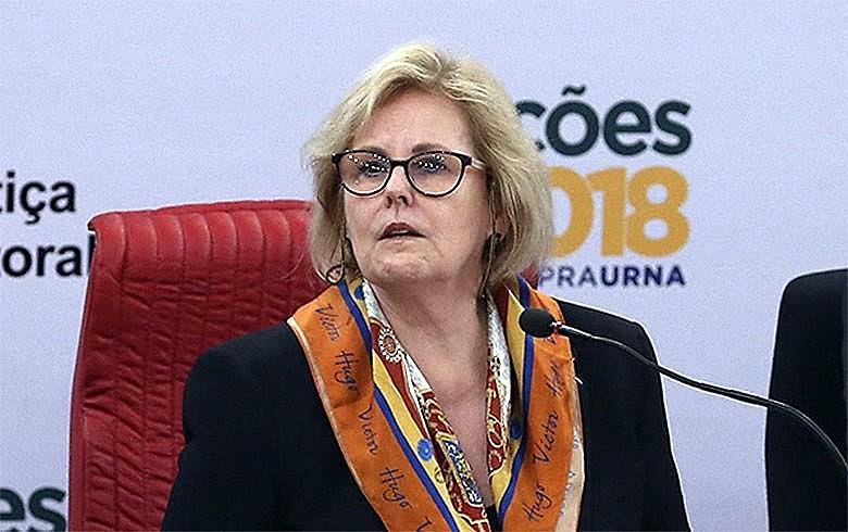 A ministra Rosa Weber, presidente do TSE, é cobrada por lentidão da Corte em dar respostas a denúncias