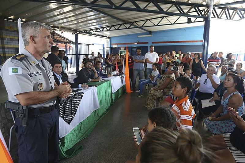 Reunião entre pais e militares teve debate acalorado no início do ano letivo
