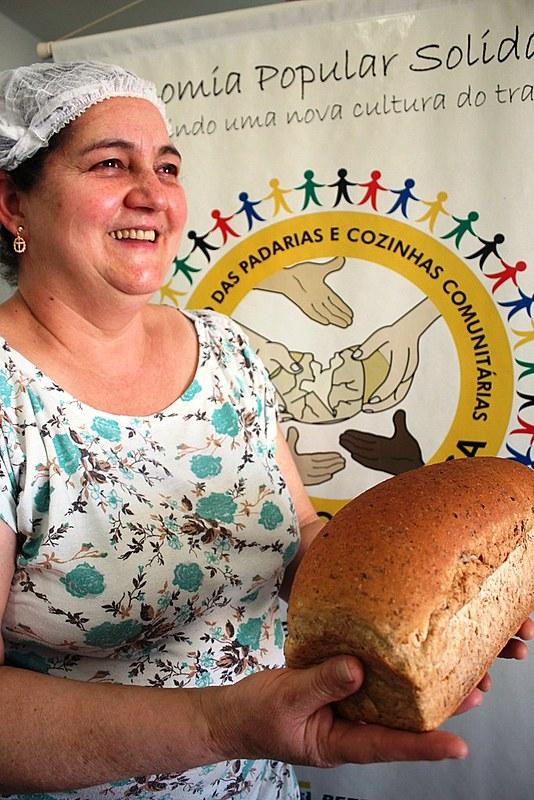 De acordo com levantamento feito pelas coordenadoras da Associação das Padarias Comunitárias em 2015, a cada mês, o conjunto dos 30 grupos utiliza 12 toneladas de trigo, produz cerca de 18 mil pães caseiros e atinge o faturamento bruto de 100 mil reais, aproximadamente 1,2 milhão ao ano.