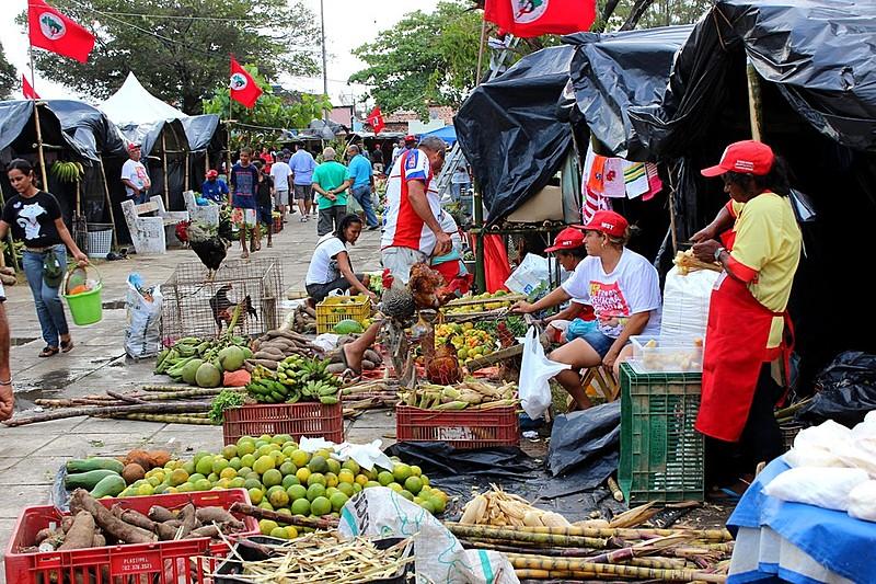 Organizadas pelo MST, as feiras da reforma agrária são grandes eventos de alimentação saudável no país