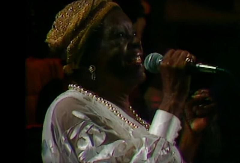 A cantora gravou 13 discos, com destaque para o disco O Canto dos Escravos