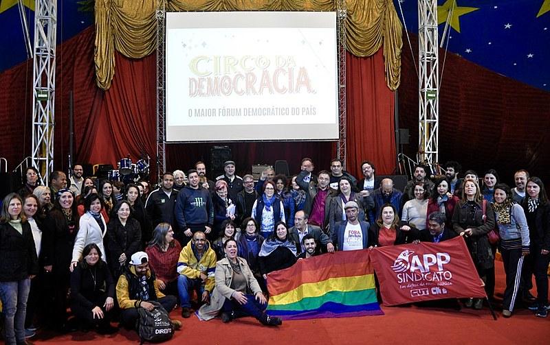 Mais de 40 entidades assinam o manifesto da frente em defesa da educação, liberdade de expressão e pluralidade nas escolas