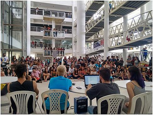 Centros Acadêmicos - CA's, professores e movimentos sociais estiveram presentes na Assembléia da UEPB