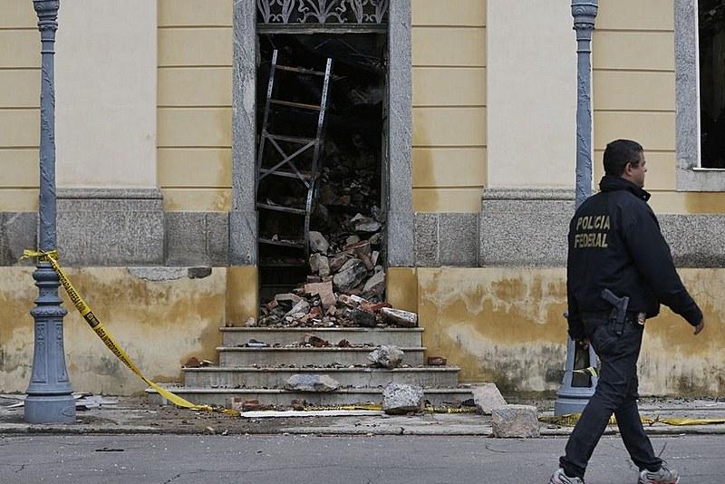 Boa parte da estrutura do prédio-sede e cerca de 90% do acervo foram destruídos no desastre no ano passado
