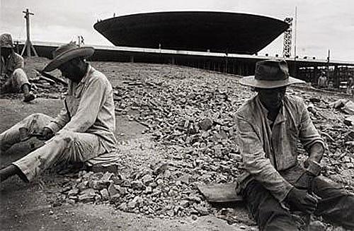 Trabalhadores da construção civil nas obras de Brasília