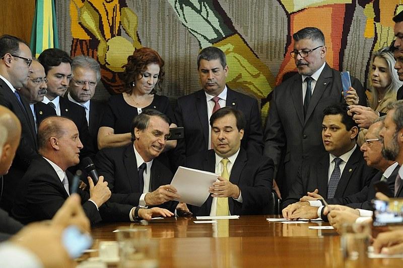 Bolsonaro, Maia, Frota apresentam o projeto da reforma.