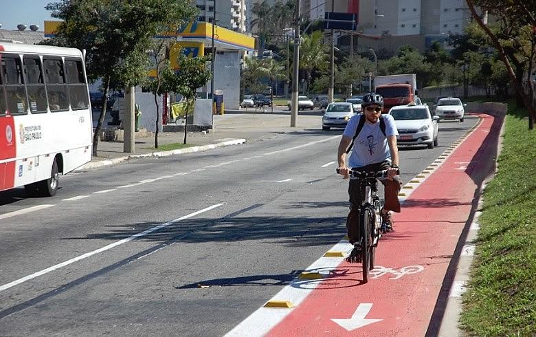 Sem fazer alarde, a gestão Doria pretende extinguir as ciclovias paulistanas; ciclistas são contra