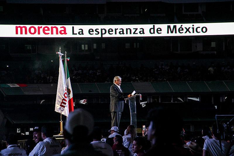 Estádio Azteca, conhecido por sediar a final da Copa do Mundo de 1970, vira palco do candidato López Obrador