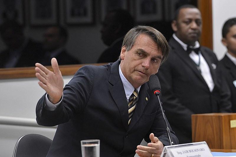 Candidato remete todas questões relativas à economia ao seu guru, Paulo Guedes, defensor de posições ultra-liberais